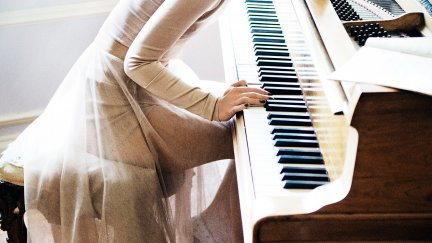 #2927008 / keira knightley women piano see through